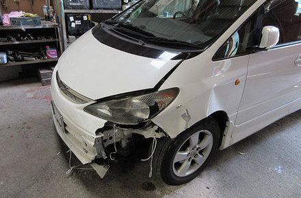 トヨタ エスティマのフロント修理
